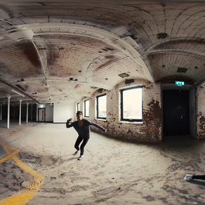 Dis_place: Reflections on Creating Mixed Reality Performance using Virtual Reality Technologies