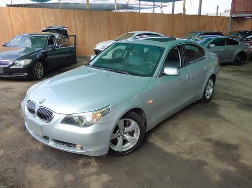 BMW 530i 2005 (VOLANTE ORIGINAL)