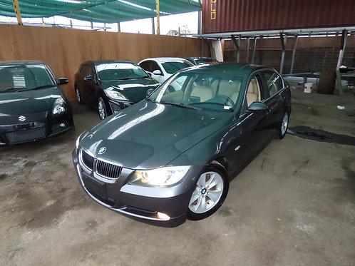 BMW 323i 2006 (VOLANTE ORIGINAL)
