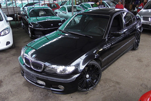 BMW 323i 2004 (VOLANTE ORIGINAL)