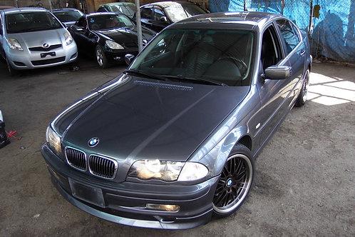 BMW 323i 2002 (VOLANTE ORIGINAL)