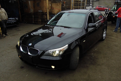 BMW 525i 2004 (VOLANTE ORIGINAL)