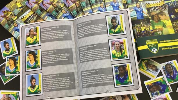 Álbum de figurinhas especial do Bicampeonato da Seleção Brasileira feminina é apresentado pela Futeb
