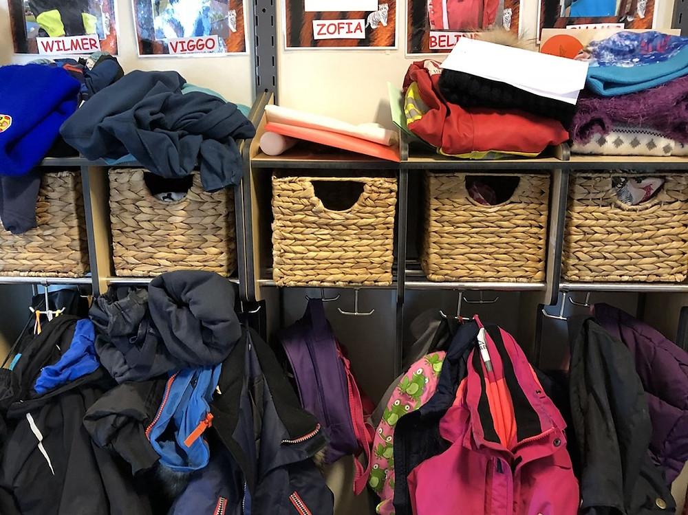 Szafki na ubrania dla dzieci w szwedzkim przedszkolu