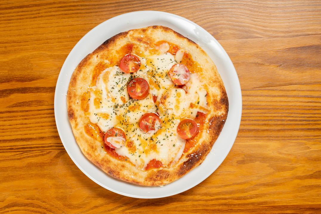 ピザ(モッツァレラチーズ・トマト) 1,100