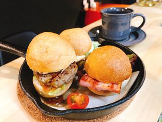 自家製フォカッチャのミニバーガートリオ 780  バーガー+ドリンクorポテトセット 1,000 バーガー+ドリンク+ポテトセット 1,300