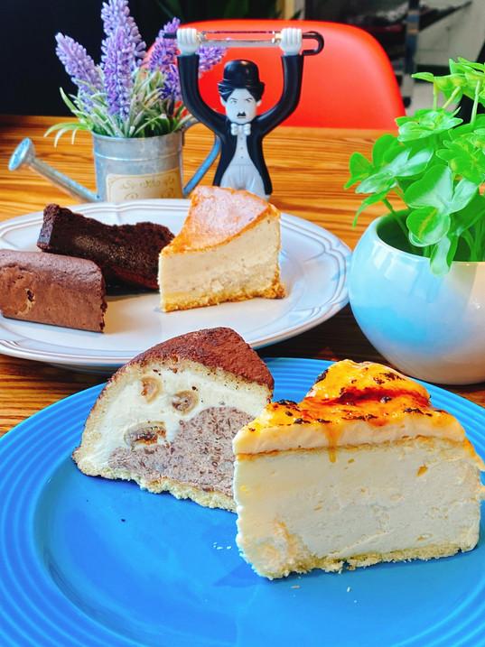 ケーキ (ブリュレチーズケーキ・ガトーショコラ・苺のベイクドチーズケーキ・ズコットドーム型アイスケーキ)