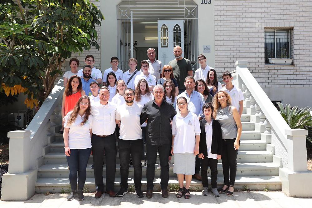 """חברי מועצת הנוער העירונית עם ראש העיר חיים ברוידא, סגנו, מנכ""""ל העירייה ובכירי העירייה"""