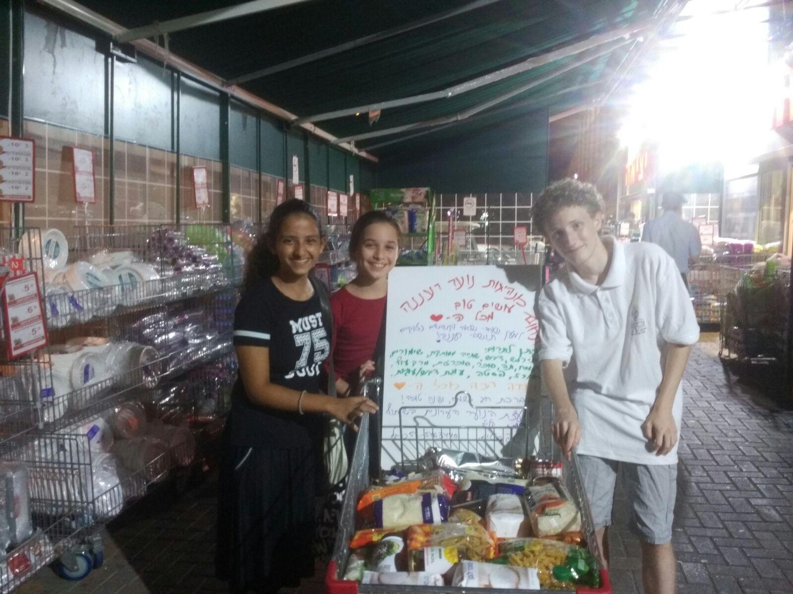 חלוקת חבילות מזון בראש השנה לשורדי שואה ולקשישים נזקקים
