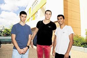 """גאווה מקומית: שלושה תלמידי """"אוסטרובסקי"""" יקבלו אות הוקרה מיוחד על התנדבותם בקהילה"""