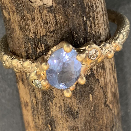 Sapphire and Diamonds Ring - Hand made - 9 carat gold - SOLD