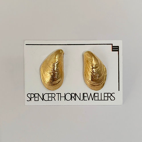 Mussel Shell Earrings in 9 Caray Yellow Gold