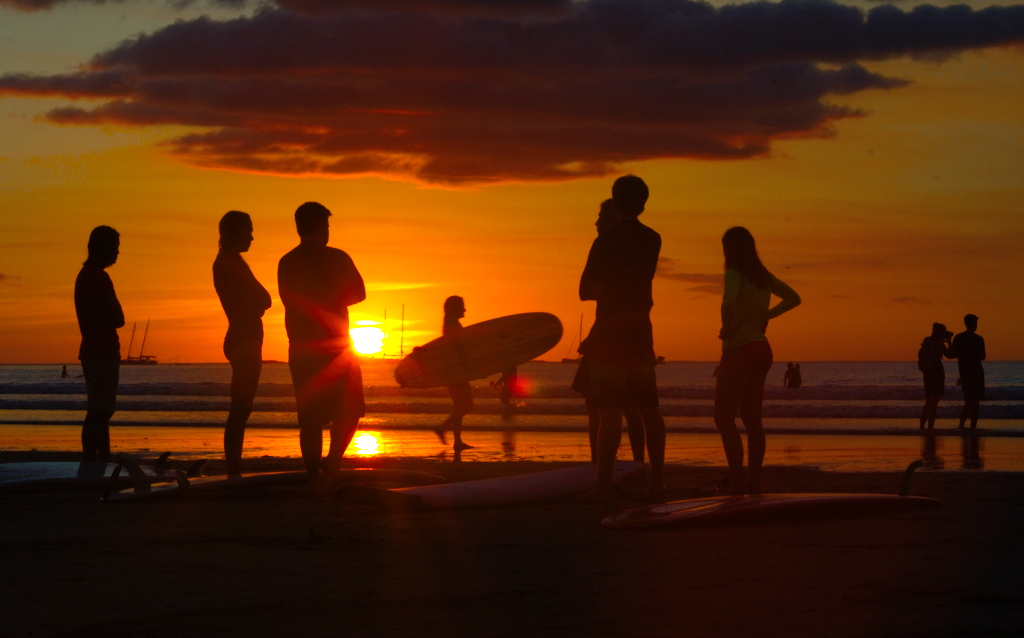 surfers-tama-beach-sunset