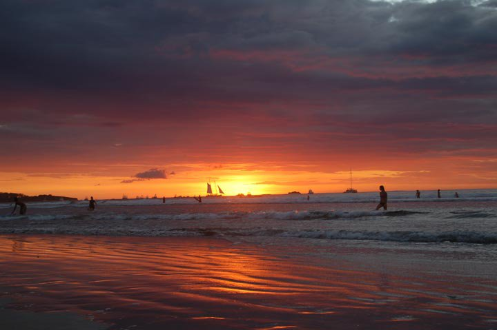 tamarindo-sunset-witchs-rock-surf-camp