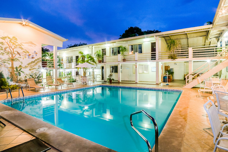 Tamarindo-pool-hotel