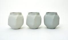 Grey vase I (série limite), 2017, porcelaine teinte dans la masse, H 13.8, Ø 14 cm  © Nymphemburg