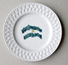 Drapeau Argentin, (série Bicentenaire), 2010, chromos sur porcelaine, Ø 18.5 cm  © photographe Ruth Gurvich