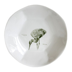 """Assiette profonde, 2018, pièce unique, porcelaine décors """"petit feu"""", H 4.5 cm, Ø 22 cm  © photographe Ruth Gurvich"""