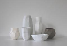 S/t II, (série Morandi), 2012, Montage en papier, porcelaine, H 27 cm, L 60 cm, P 33 cm  © photographe Ruth Gurvich