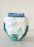 Vase avec paysage chinois, 2003, acrylique s/montage en papier, H 19 cm, Ø 18 cm  © photographe Ruth Gurvich
