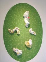 M, 2004-2005, porcelaine, de gauche à droite: Epaule, 26 x 32 x 7 cm Profil, 44 x 20 x 9 cm Jardin I, 27 x 26 x 7 cm Sein, 23 x 23 x 8 cm Jardin II, 15 x 22 x 3 cm  © photographe Ruth Gurvich