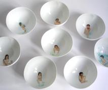 Indigenous série de 7 bols en porcelaine (detail), 2009, H 7.5 cm, Ø 15 cm  © photographe Ruth Gurvich