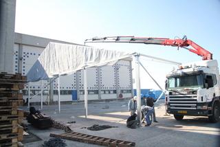 הקמת אוהל ענק
