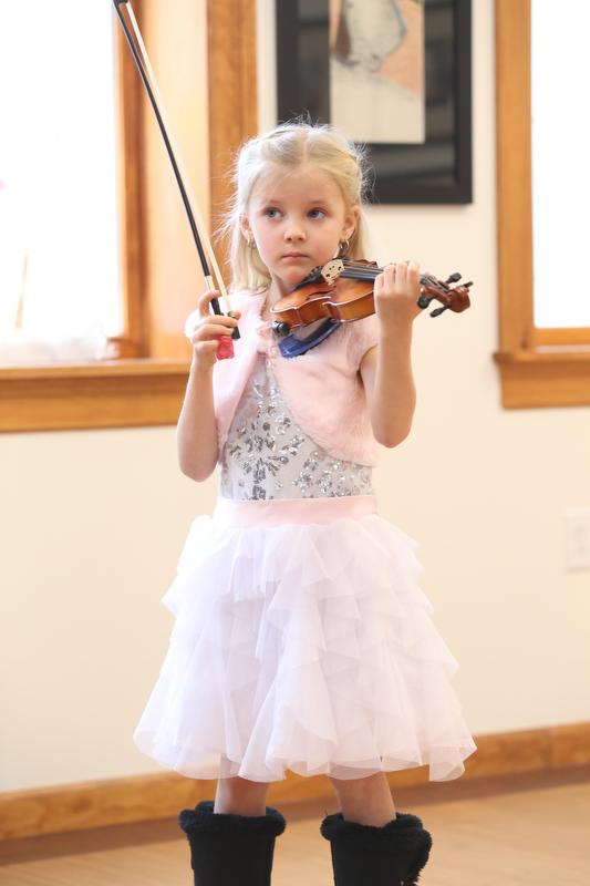 Violin_Holiday_Recital019