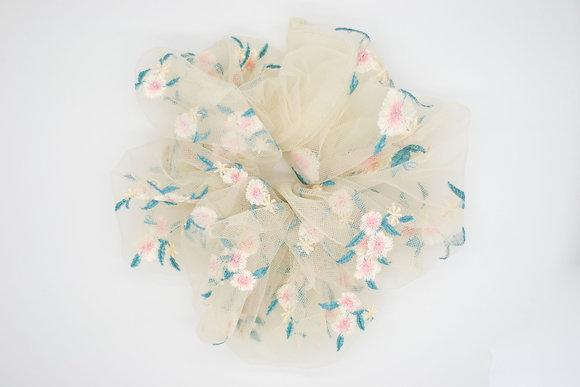Kids Daisy Cloud Scrunchie-cream