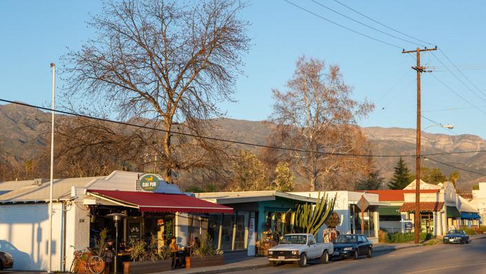 Exterior of Ojai Pub along Ojai Ave