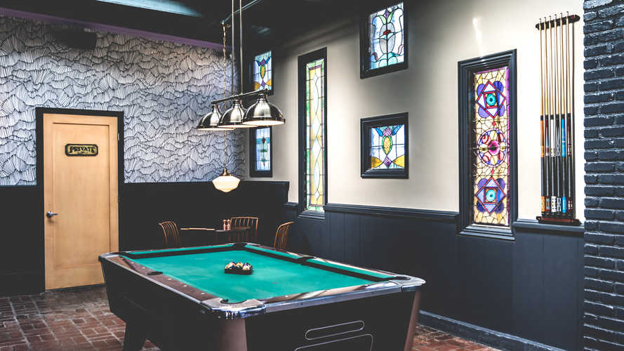 Wide shot of the pool room at Brennan's