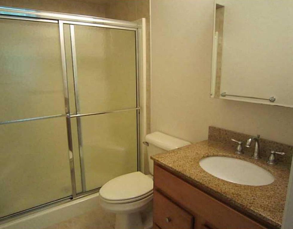 RossCommons_Bathroom2.jpg