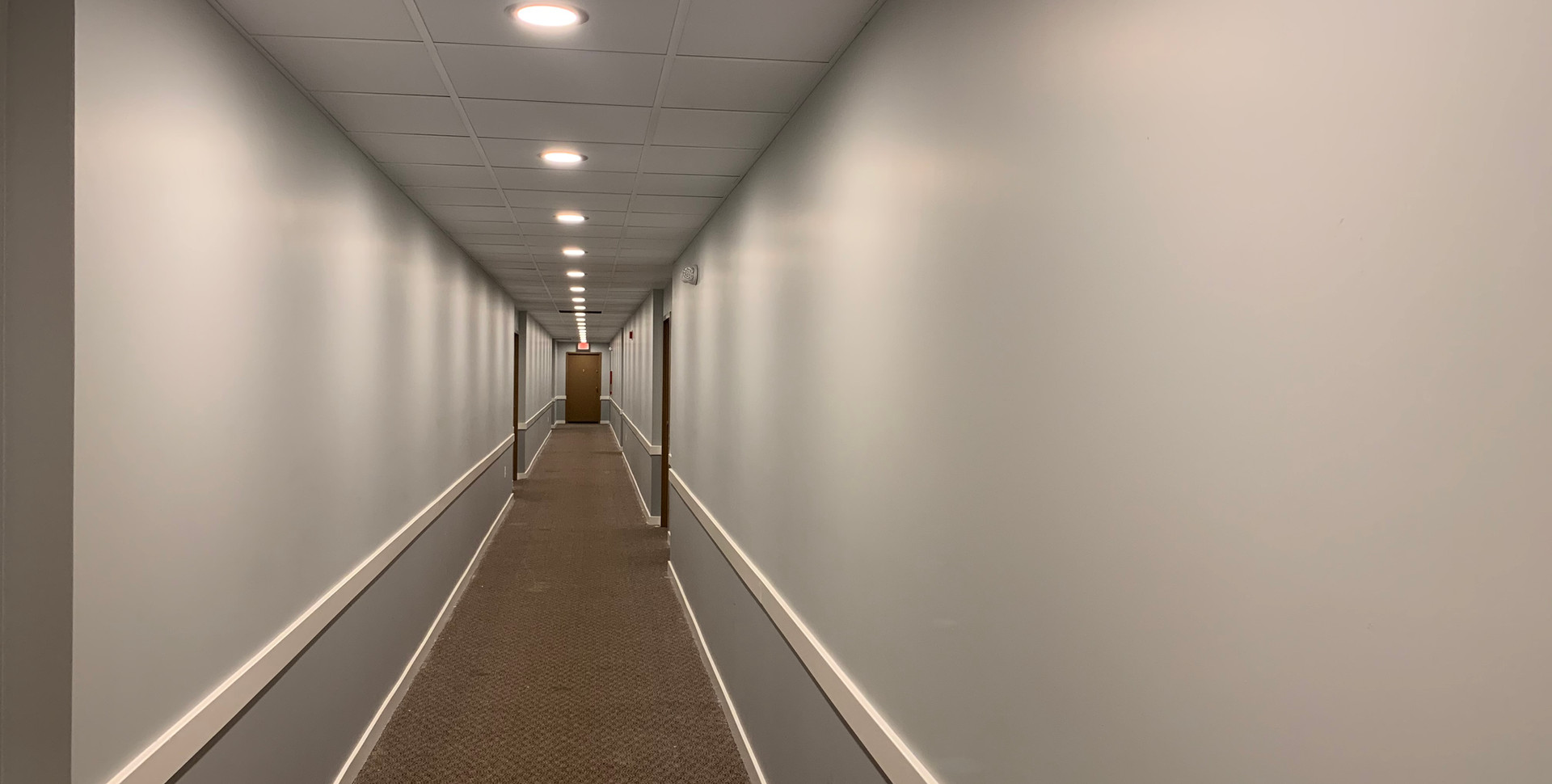 16_Hallway_with old carpet.jpg