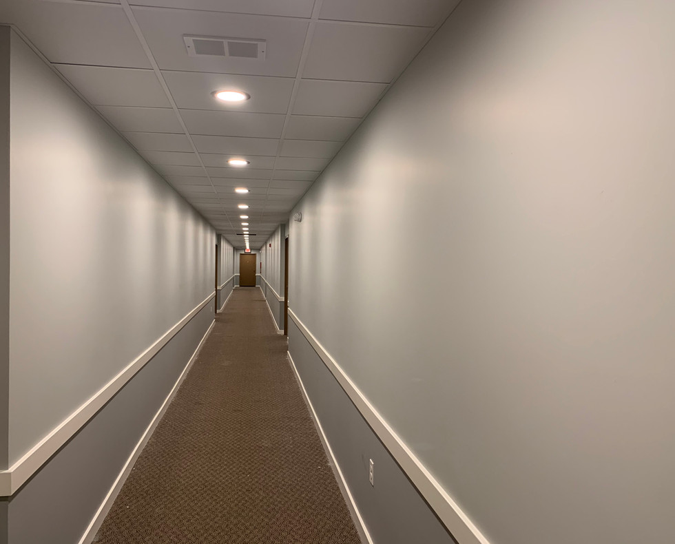 16_Hallway_with old carpet.jpg