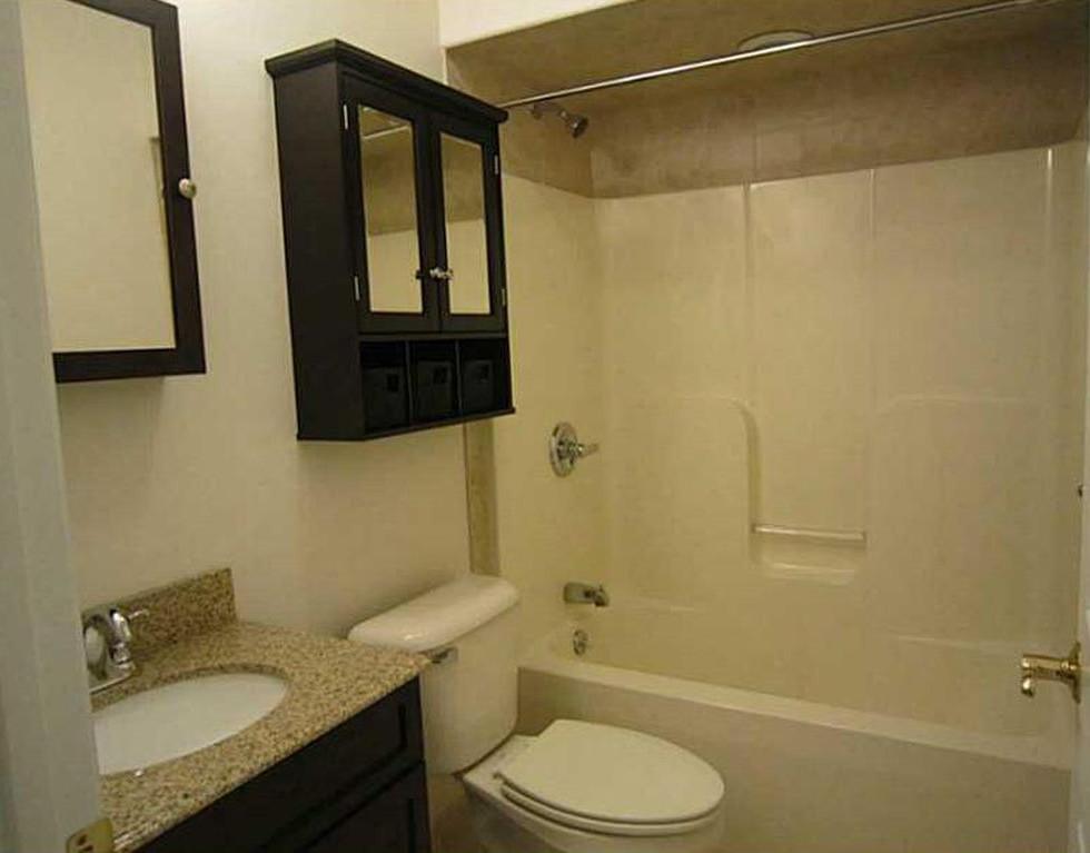 RossCommons_Bathroom1.jpg