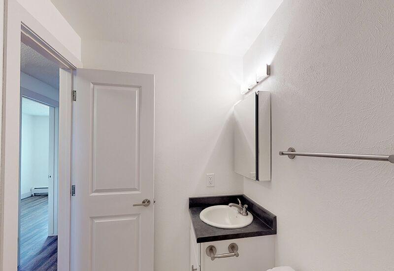 ReedPark_Bathroom1.jpg