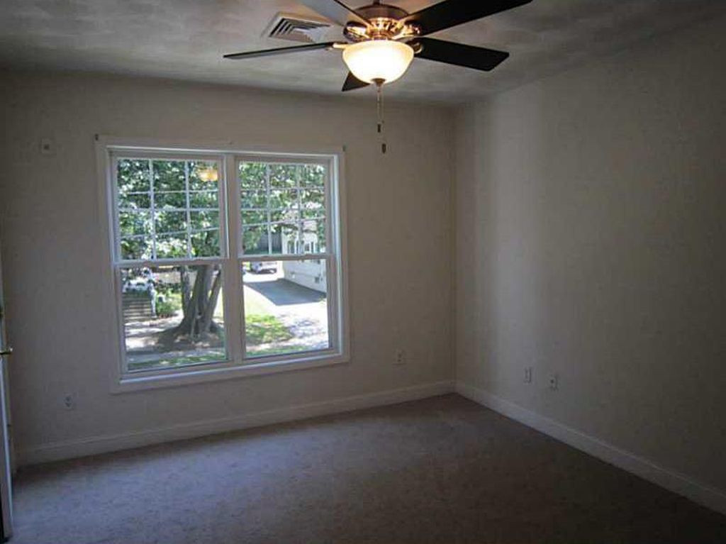 RossCommons_Bedroom2.jpg