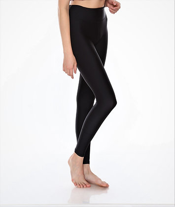 Medium Waisted Legging Solid in Black