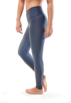Medium Waisted Legging Solid in Onyx