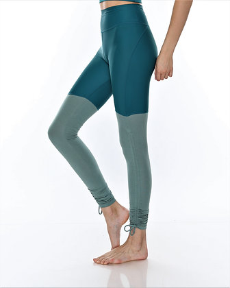 Ruched Side Medium Waisted Legging in Forest green/Algae