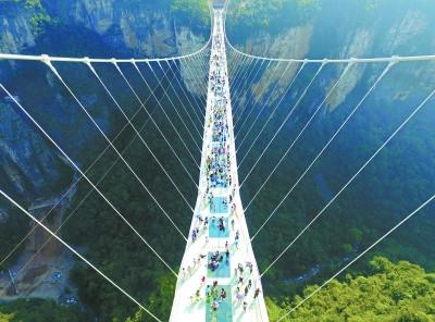 Le pont de verre de Zhangjiajie (张家界玻璃桥)