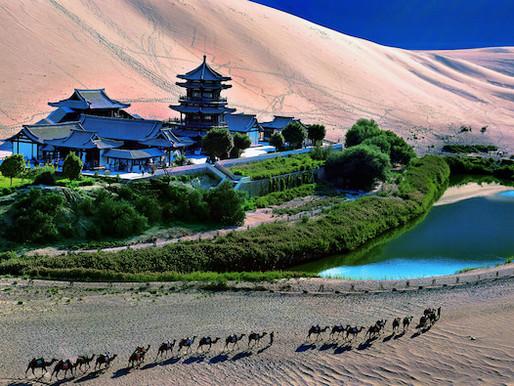 Le lac de la Lune, dans le désert de Gobi (月牙泉 yuè yá quán)