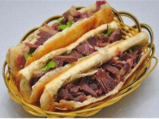 Sandwich à l'âne (驴肉火烧 lǘ ròu huǒ shāo )