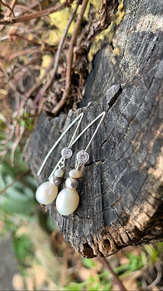 Olivia Earrings - White Pearls