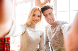graphicstock-couple-in-sweaters-makes-selfie-in-house_SUDl_nw7_nl