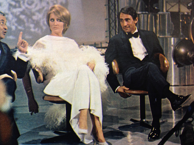 Mina and Walter Chiari on RIMA chair designed by Eugenio Gerli