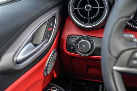 922420 2018 Alfa Romeo Giulia (5 of 30).