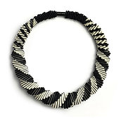 2-Color Black+White necklace 01