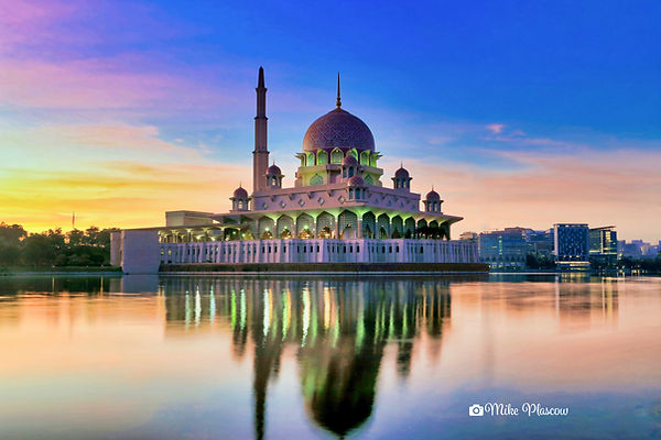 pink mosque putrajaya.jpg