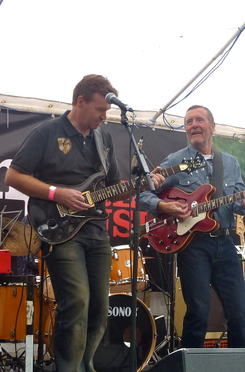 Onstage with former Average White Band singer Hamish Stuart.